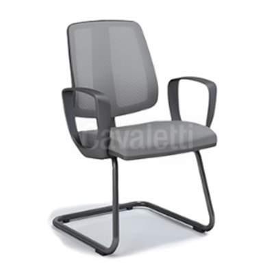 Cadeira Executiva Estofada de Aproximação com Encosto Telado com Braço Corsa – Clip – Cavaletti